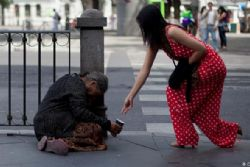 OECD praises Spanish recovery but issues alert over rising poverty