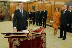 Rajoy holds first cabinet meeting