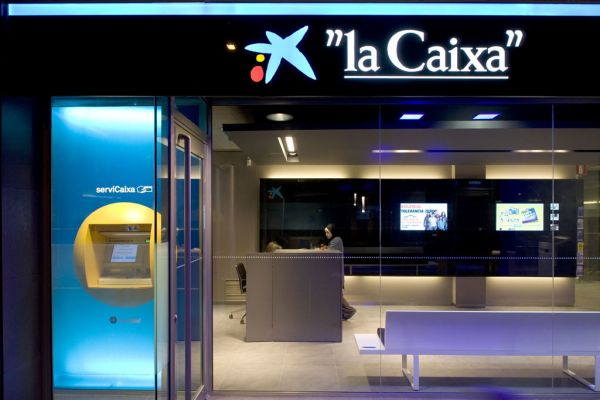 La caixa and samsung launch tv banking app tumbit news story for Oficinas la caixa valencia