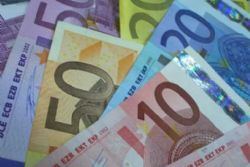 Funds dip their toes into Spanish debt