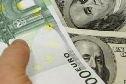 Euro falls against dollar after Spain bond auction