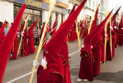 Spain's holy parades thrive despite falling faith