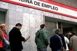 Spain sees unemployment claims fall on monthly basis for first time since 2007